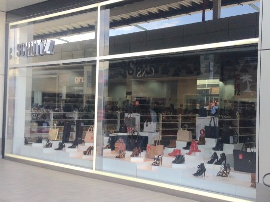 a951a3e98 Fachada da loja SCHUTZ - Foto de I Fashion Outlet, Novo Hamburgo ...