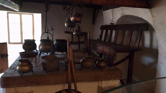Parte della cucina vecchia - Picture of Castel Thun, Ton - TripAdvisor