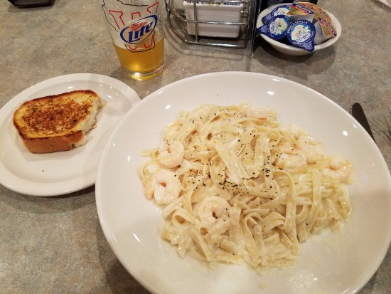 New London, WI: Shrimp Alfredo and Garlic Bread