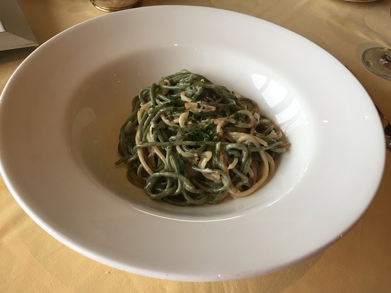 Peppoli at Pebble Beach : spinach pasta