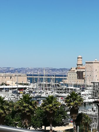 Radisson Blu Hotel, Marseille Vieux Port: Sight From The Swimming Pool  Entrance