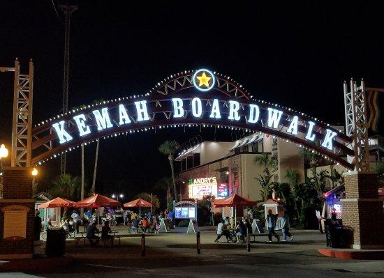 Kemah Boardwalk: I love the park at night!