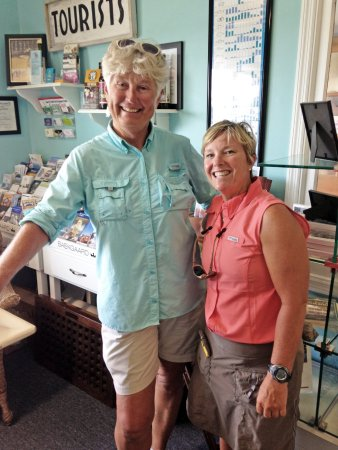 Beaufort, NC: Betsy, left and Johnna, right were very knowledgable and most gracious hostesses