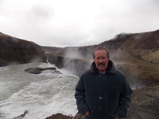 Mosfellsbaer, Island: A PODEROSA GULLFOSS