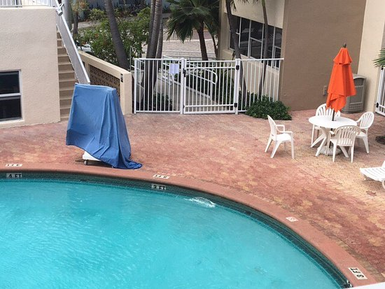 Silver Seas Beach Resort: Pool scum, filthy refrigerator, unsafe electrical
