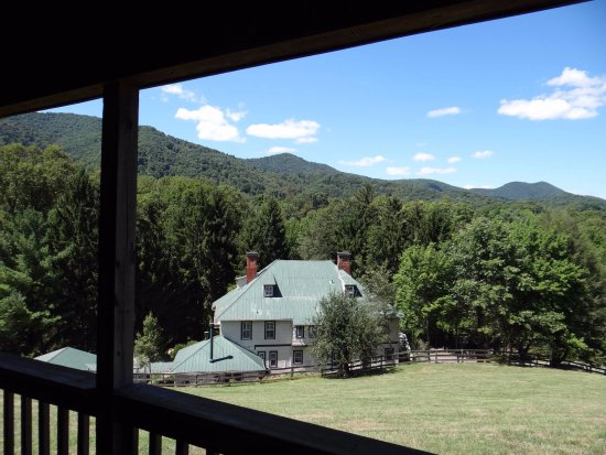 Candler, Carolina del Norte: View from the Cherokee Cabin porch.