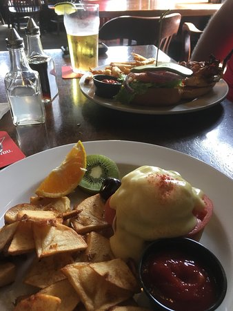 Bleue Coyote Bar & Grill: Best Sunday brunch in greater Victoria!