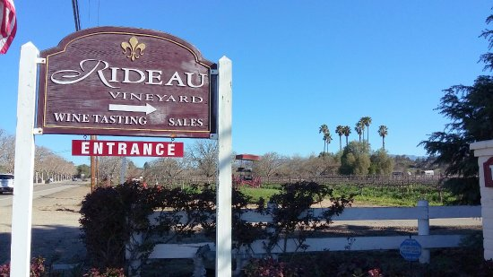 Rideau Vineyard : Cartel al ingreso