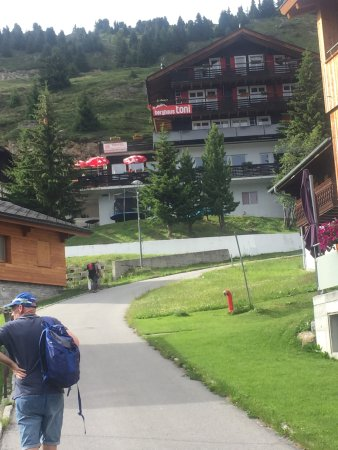 Riederalp, Suiza: Arriving at the hotel from the cable car