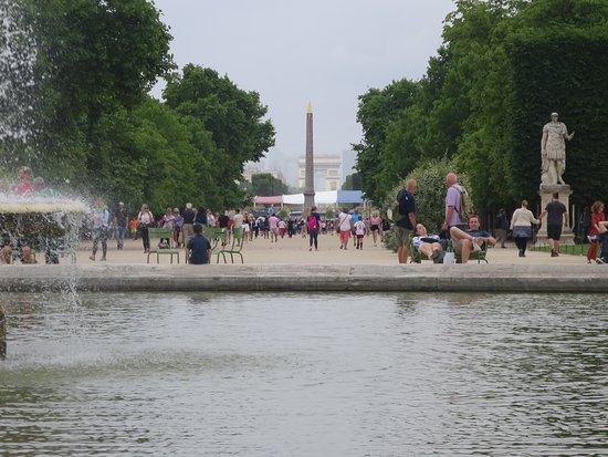 la fontaine centrale - Изображение Jardin des Tuileries, Париж ...