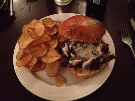 Warren, OH: Al Capone (Shaved prime rib with homemade chips) Excellent!