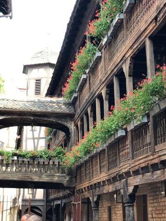 Hotel Cour du Corbeau Strasbourg - MGallery Collection: En entrant dans la cour, levez les yeux...!