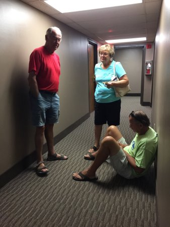Merrimac, WI: No chairs in the room so we hung out in the hallway to talk. Elevators filthy.  stay away. rent