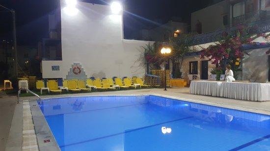 愛琴海藍天套房飯店照片