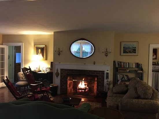 Prospect Harbor, ME: Living Room