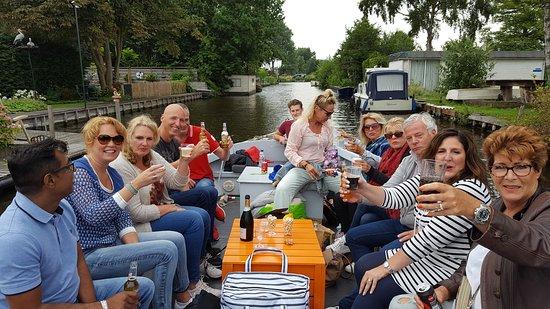 Sloepverhuur Aalsmeer: Complimenten voor de boot en Schipper Tim.  Alles liep perfect. Tim kende idd alle goede plekje