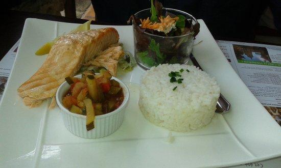 Eyrans, Francia: saumon riz légumes