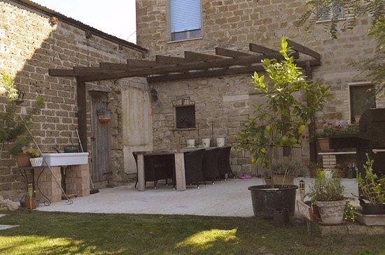 Penna San Giovanni, Italia: Eigen terras appartement Rimo XL