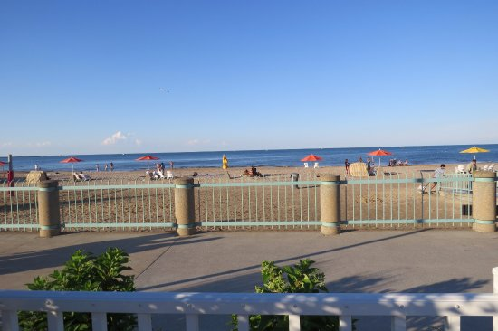Cedar Point S Hotel Breakers View Of Beach On Lake Erie From