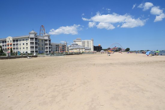 Cedar Point S Hotel Breakers View Of From Beach On Lake Erie