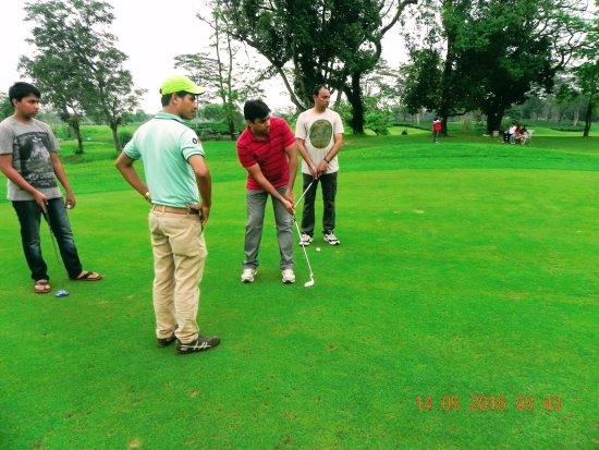 Kaziranga Golf Resort: Playing a shot