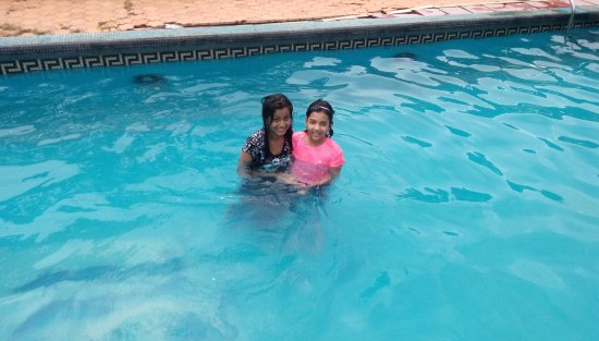 Kaziranga Golf Resort: Kids enjoying in the swimming pool (May 2017)