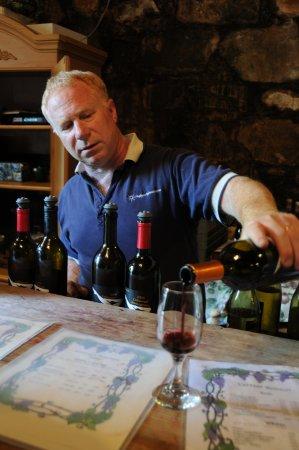 Auburn, CA: Mr. Bonitata pouring wine for us