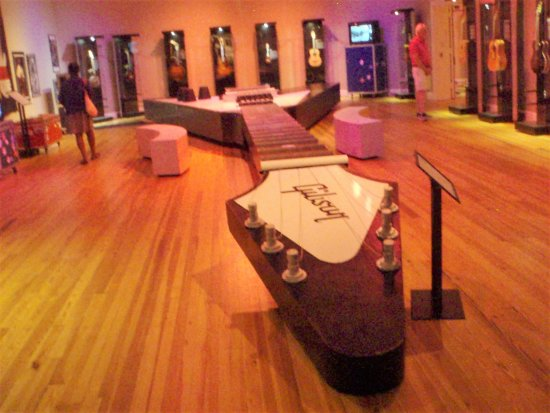 Pittsfield, MA: Worlds biggest guitar