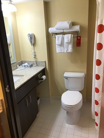 TownePlace Suites Wilmington Newark/Christiana: Bathroom