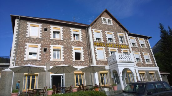 Saint Andre Les Alpes, Γαλλία: Hotellets forside mod søen.