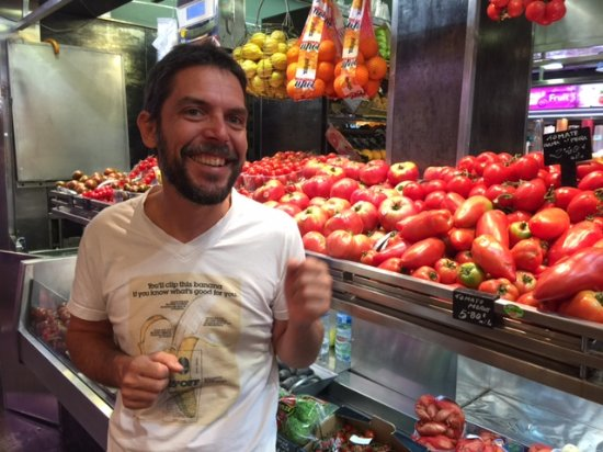 Yves Nicolier Sandrock : Chef Yves at Boqueria explaining variety of tomatos