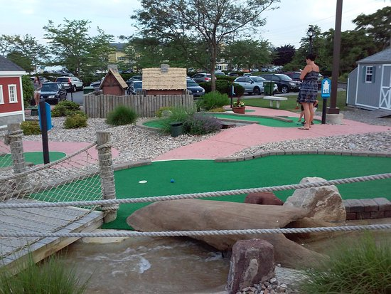 Mini-Golf at Saybrook Point