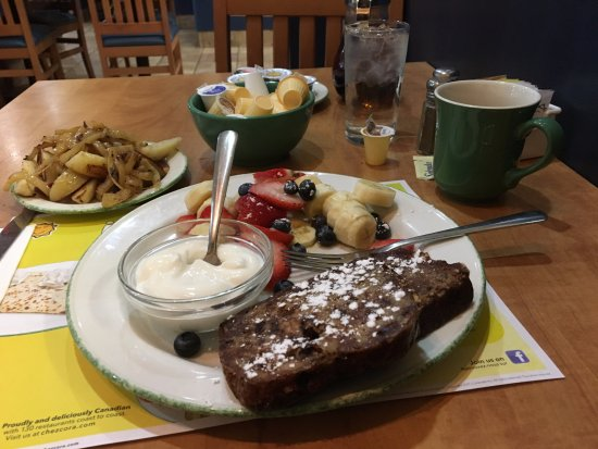Cora's Breakfast & Lunch : Banana and chocolate french toast
