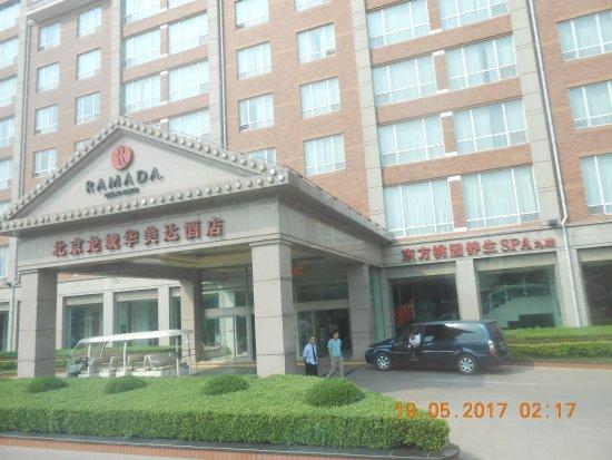 Ramada Beijing North: Entrée principale