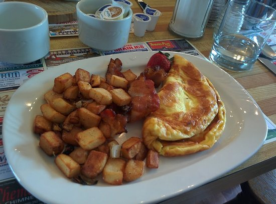 ‪‪Lakefield‬, كندا: Omelet at Young Point Diner May 2017‬