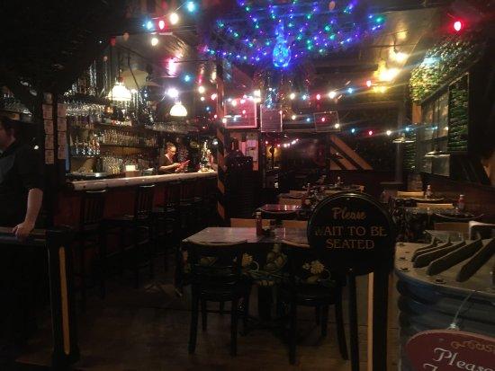 Mount Joy, Pensilvanya: Restaurant-inside and outside