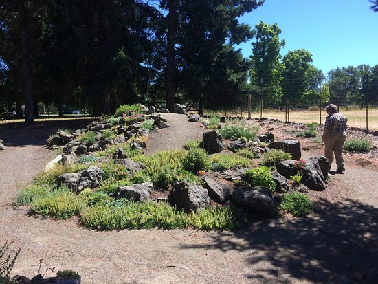 Roseburg, OR: Wonderful educational garden! Highly recommended!