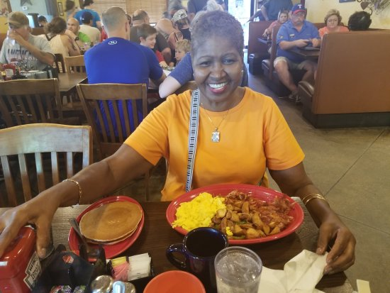 Mansfield, TX: Breakfast with my mommy, Our Place is all that and a bag of chips!