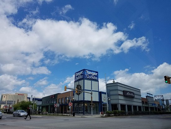 Tanger Outlets 사진