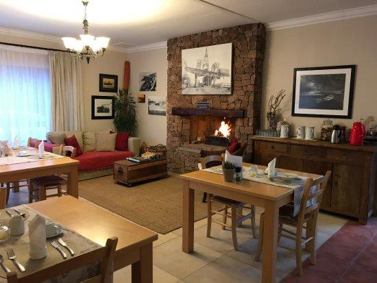 Sandfields Guesthouse: Breakfast Area/Common Area