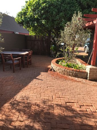 Sandfields Guesthouse: Outdoor Courtyard seating