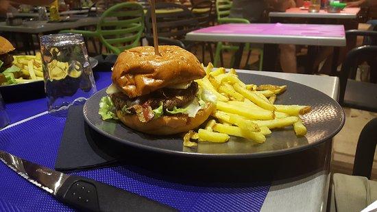 salade ch vre chaud photo de le bar fruits burger bar le rousse tripadvisor. Black Bedroom Furniture Sets. Home Design Ideas