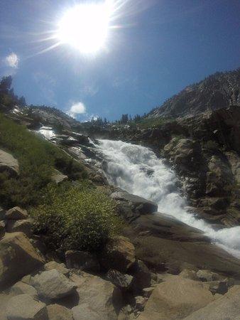 Three Rivers, كاليفورنيا: Trails end.