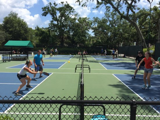 Palmetto Dunes Tennis & Pickleball Center: Several families join in on the fun!