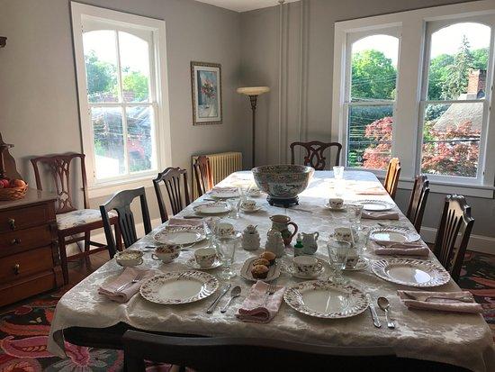 Aaron Burr House : Dining room for breakfast