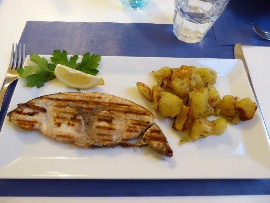 Province of Trapani, إيطاليا: Grilled swordfish with roast potatoes