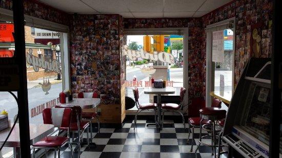 Bangor, Pensilvania: Dinky's Interior