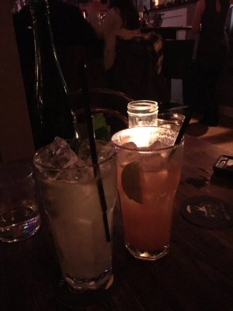 Greenport, NY: Such a great little speakeasy, great drinks and great ambiance, we'll definitely be back next ti
