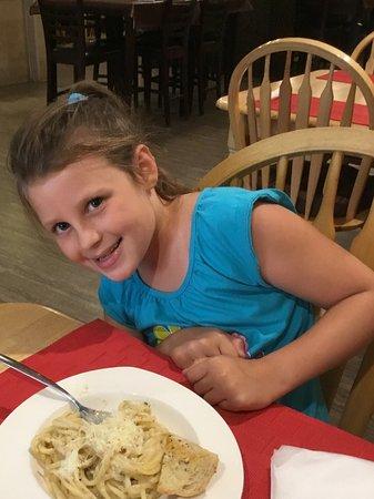 Listowel, Canadá: Kids' Linguini Alfredo