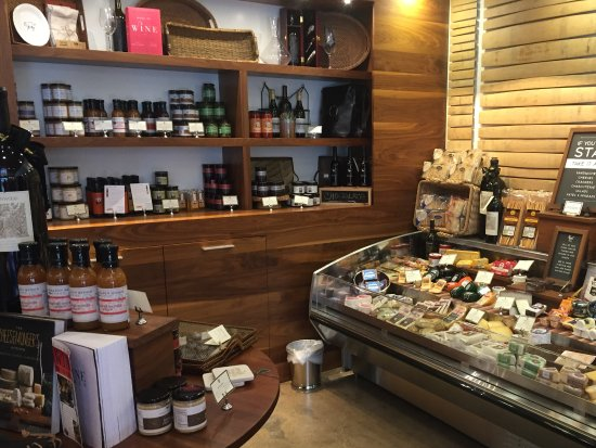 Plymouth, CA: Renwood Winery offers a fine selection of deli meats and cheeses for your picnic lunch.